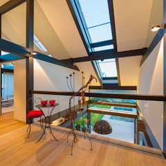 Modern Corridor, Hallway and Staircase by HUF HAUS GmbH u. Co. KG Modern