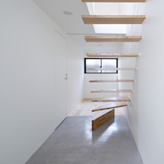 Park House Eclectic corridor, hallway & stairs by another APARTMENT LTD. / アナザーアパートメント Eclectic