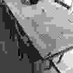 Deben Dining table in reclaimed French oak by Salvation Furniture Iндустріальний