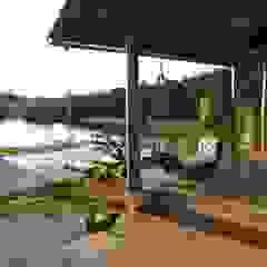Tropical style balcony, porch & terrace by Mascarenhas Arquitetos Associados Tropical