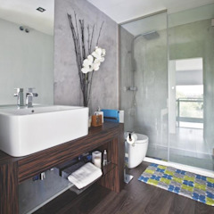 Modern Bathroom by Disak Studio Modern