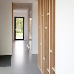 Archstudio Architecten | Villa's en interieur Modern Corridor, Hallway and Staircase