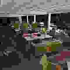 Balcones y terrazas de estilo mediterráneo de Студия дизайна Натали Хованской Mediterráneo