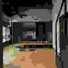 ビフォーアフターで放送された和モダンリノベーション/重くて遠い家 和風デザインの リビング の 森村厚建築設計事務所 和風 木 木目調