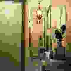 隨意取材風玄關、階梯與走廊 根據 Marina Sarkisyan 隨意取材風