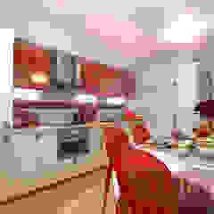 Kitchen with red accents Кухни в эклектичном стиле от Your royal design Эклектичный