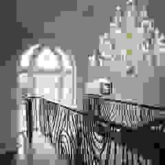 Hertfordshire Home Koridor & Tangga Modern Oleh Alessandro Isola Ltd Modern