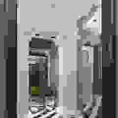 Pasillos, vestíbulos y escaleras de estilo clásico de FEDOROVICH Interior Clásico