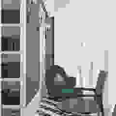 Balcones y terrazas de estilo clásico de FEDOROVICH Interior Clásico