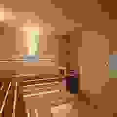 by Студия дизайна интерьера 'Золотое сечение' Minimalist Wood Wood effect