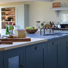 Bespoke Farmhouse Kitchen Country style kitchen by Luxmoore & Co Country