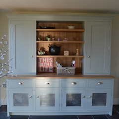 Bespoke Kitchen Dresser: country  by Luxmoore & Co, Country