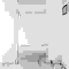 Black & White PAZdesign Ingresso, Corridoio & Scale in stile moderno
