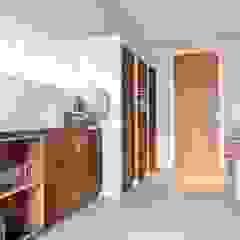 Renesse Beachhouse Moderne keukens van SMEELE Ontwerpt & Realiseert Modern