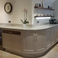 Curves Country style kitchen by Place Design Kitchens and Interiors Country