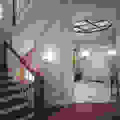 Дом с английскими мотивами Коридор, прихожая и лестница в классическом стиле от премиум интериум Классический