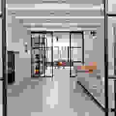 Phòng giải trí phong cách công nghiệp bởi Kodde Architecten bna Công nghiệp