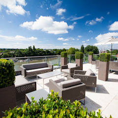 Kew Roof Terrace od Cameron Landscapes and Gardens Minimalistyczny