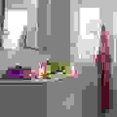 Светлая ванная комната :  в современный. Автор – pashchak design, Модерн