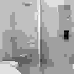 """душ и полотенцесушитель """"рыбья чешуя"""" Ванная комната в стиле модерн от pashchak design Модерн"""
