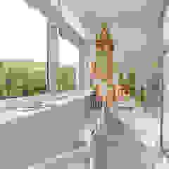 minimalist style balcony, porch & terrace by pashchak design Minimalist