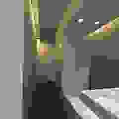 Minimalist bathroom by gk architetti (Carlo Andrea Gorelli+Keiko Kondo) Minimalist