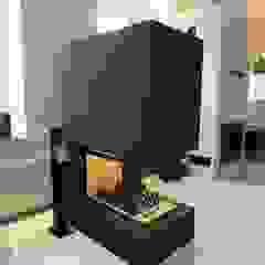 Komienek z betonu architektonicznego Nowoczesny salon od Luxum Nowoczesny