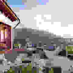 Rustieke balkons, veranda's en terrassen van von Mann Architektur GmbH Rustiek & Brocante