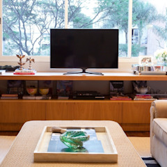 by Pereira Reade Interiores Eclectic