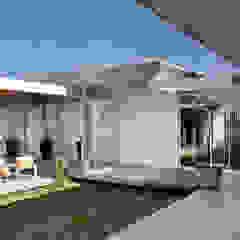 Residência R&CH Jardins de inverno minimalistas por Skylab Arquitetos Minimalista Concreto