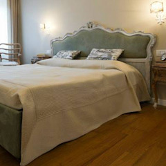 Classic style bedroom by Restyling Mobili di Raddi Federica Classic