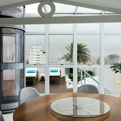 STUDIO CAMILA VALENTINI Balkon, Beranda & Teras Modern