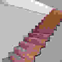 Pasillos, vestíbulos y escaleras de estilo moderno de Tim Diekhans Architektur Moderno
