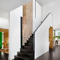 Palma Plaza Residence ห้องโถงทางเดินและบันไดสมัยใหม่ โดย Hugh Jefferson Randolph Architects โมเดิร์น