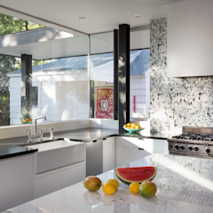 Palma Plaza Residence by Hugh Jefferson Randolph Architects Сучасний