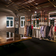 Store design by REPA for EUREKA SHOES LAB Espaços comerciais rústicos por REPA Rústico