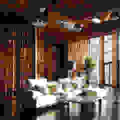 Название Eclectic style media room