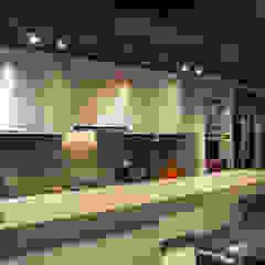 Leticia Sá Arquitetos Modern kitchen