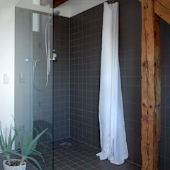 Corneille Uedingslohmann Architekten Modern style bathrooms