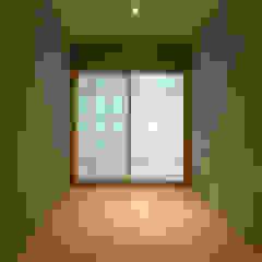 世田谷・桜の住宅 モダンデザインの 多目的室 の 井上洋介建築研究所 モダン