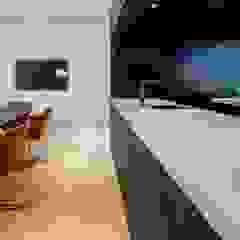 Showroom design - Hakwood Studio Tirol Industriële scholen van Standard Studio - Amsterdam Industrieel