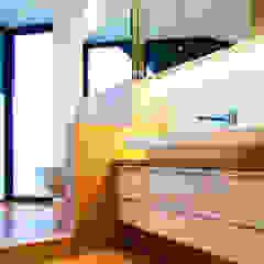 Baños minimalistas de gmyrekarchitekten Minimalista