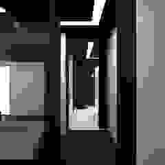 Minimalist corridor, hallway & stairs by (DZ)M Интеллектуальный Дизайн Minimalist