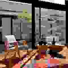 Salas de estilo moderno de Marcos Bertoldi Moderno