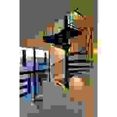 辻史彰建築研究所 Modern corridor, hallway & stairs
