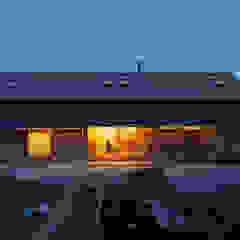 築100年を超える雨屋の改修 クラシカルな 家 の STUDIO POH クラシック