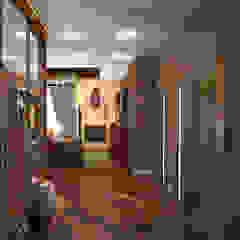 Tropical style corridor, hallway & stairs by Гурьянова Наталья Tropical