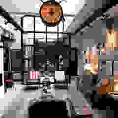 Garage Loft Industriële woonkamers van BRICKS Studio Industrieel