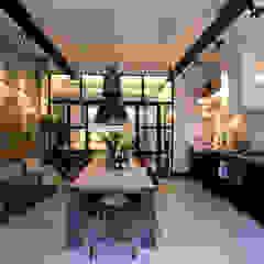 Garage Loft Industriële eetkamers van BRICKS Studio Industrieel