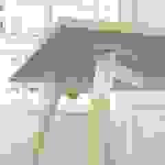Moment Wooden Leg de Gresham Office Furniture Moderno